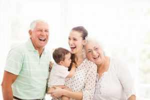 משפחה שמחה בבית